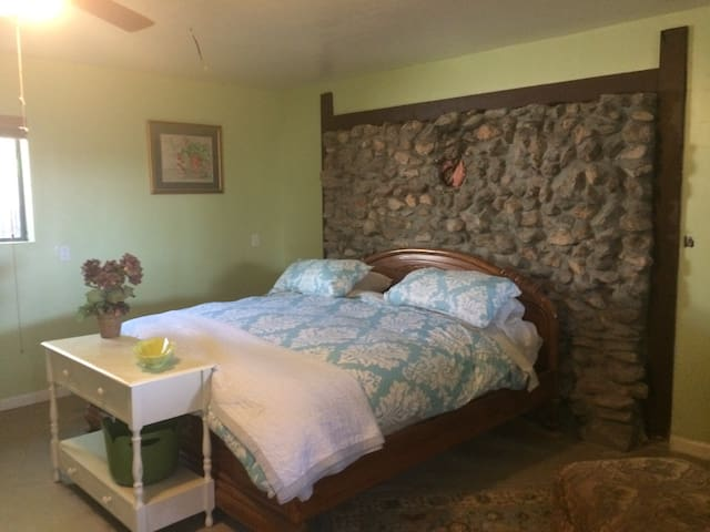 Comfortable relaxing home in Deming