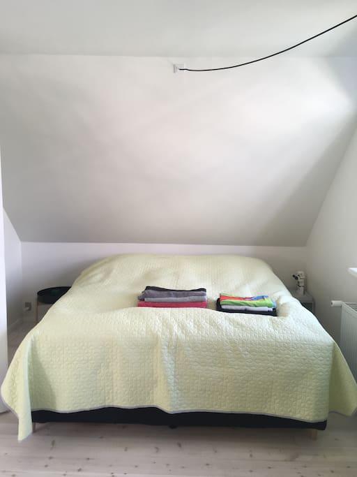 Soveværelset med 200x200 dobbeltseng