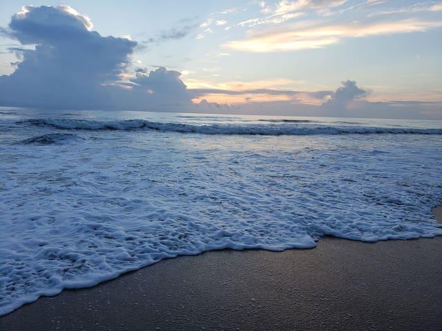 OCEANFRONT, Beach Supplies Provided, Near Daytona
