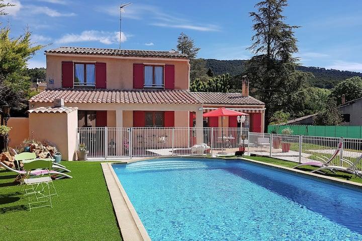 Moderne Villa mit Swimmingpool in Aups