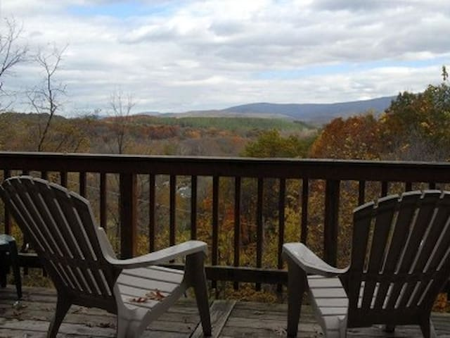 """The Chalet"" Shenandoah Valley Getaway w/ Hot Tub - Rileyville - Maison"