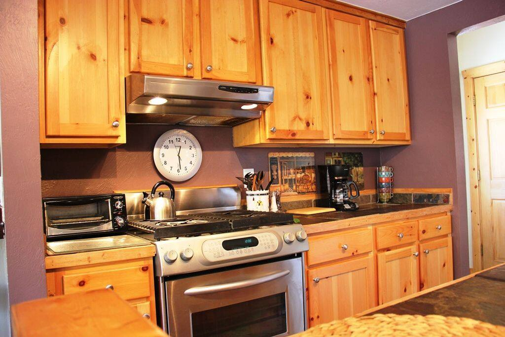 open concept, full kitchen
