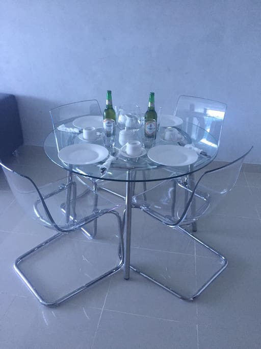 dinning table 4 chairs. comedor 4 sillas