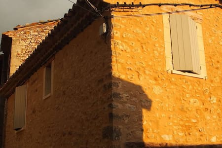 Inviting 200-year old stone Honey House - Rustrel - Apartamento