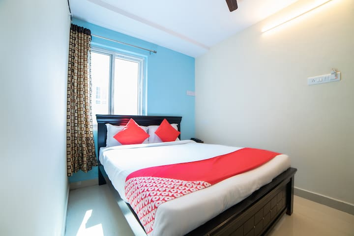 OYO Essence 1 BR stay near Shilparamam