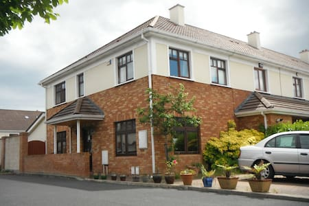 3 bed house & garden, child friendly :) - Greystones - Haus