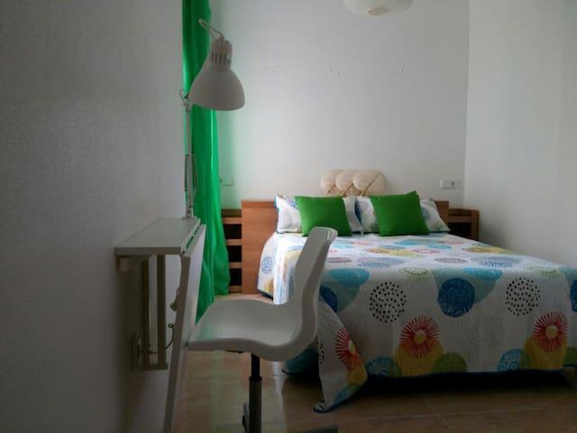 Habitación tipo suite con baño privado. Cerca play