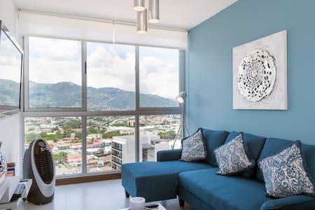 Modern,  Luxury Apt 20th floor, Amazing Views!!