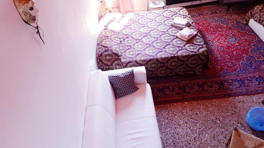 Violet Room 6 With Private Bath. San Marcuola