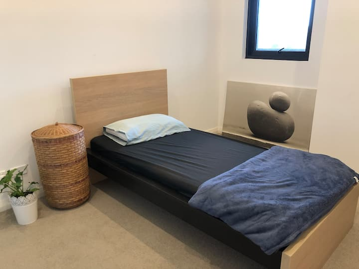 Bedroom with own toilet, near station/shop