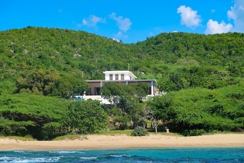 Fantastic Private Beachside Retreat With Staff