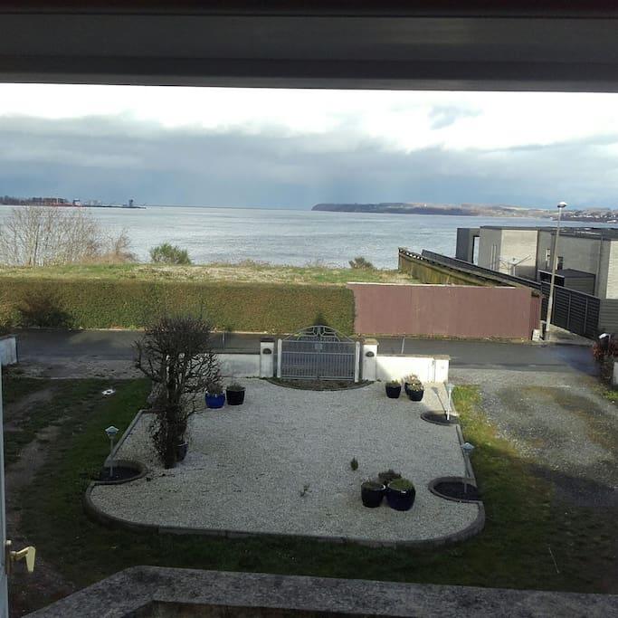 Anex ligger 50 meter og tappe fra attraktiv Strand ved Lillebælt med udsigt til fyret ved Strib.