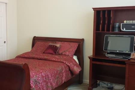Private Room with Private Bathroom - Морган-Хилл - Дом