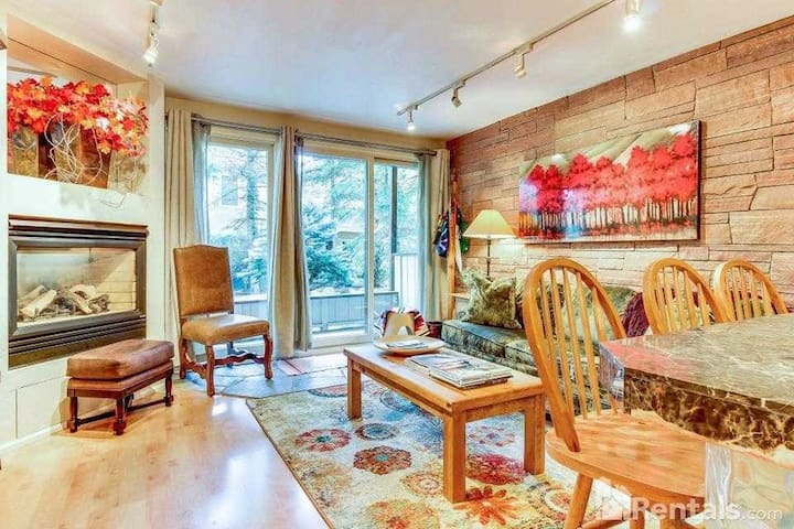 Wonderful 2BR/1.5BA at the base of Aspen Mountain
