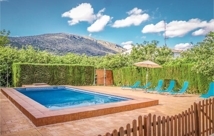 House with 5 bedrooms in Priego de Cordoba, with wonderful mountain view, shared pool, furnished terrace