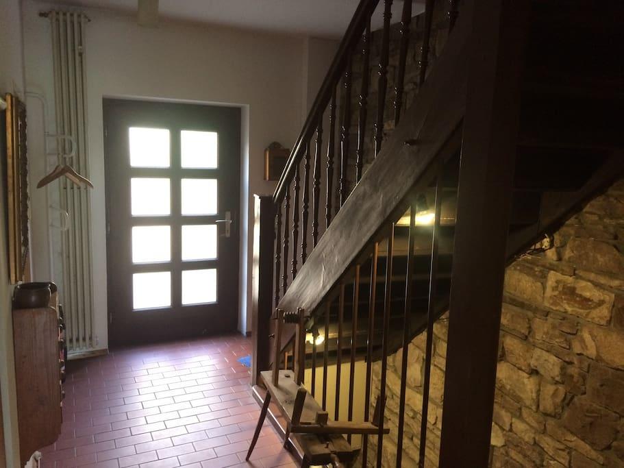Eingangsbereich und Treppenhaus