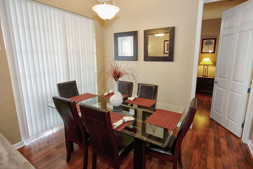 Dining Area for 6; Additional Seating for 2 at Breakfast Bar