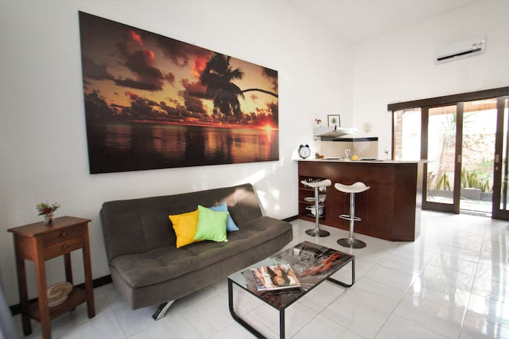 2BR sweet and cosy house, central Berawa, Canggu