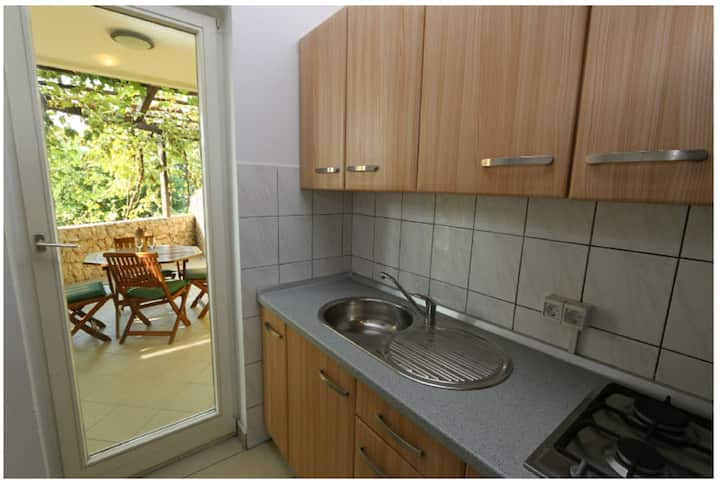 Apartment Bee 2 for 6 persons in Novalja