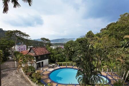 Stunning hillside pool villa at Patong - プーケット