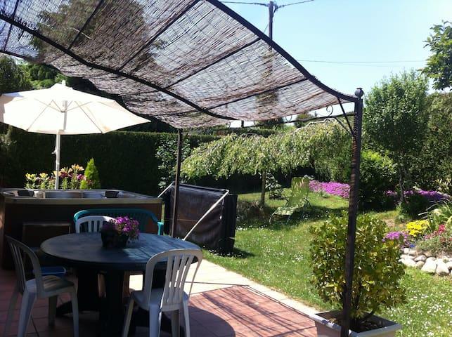 Maison 3 chambres jardin jacuzzi près de Lourdes - Juillan