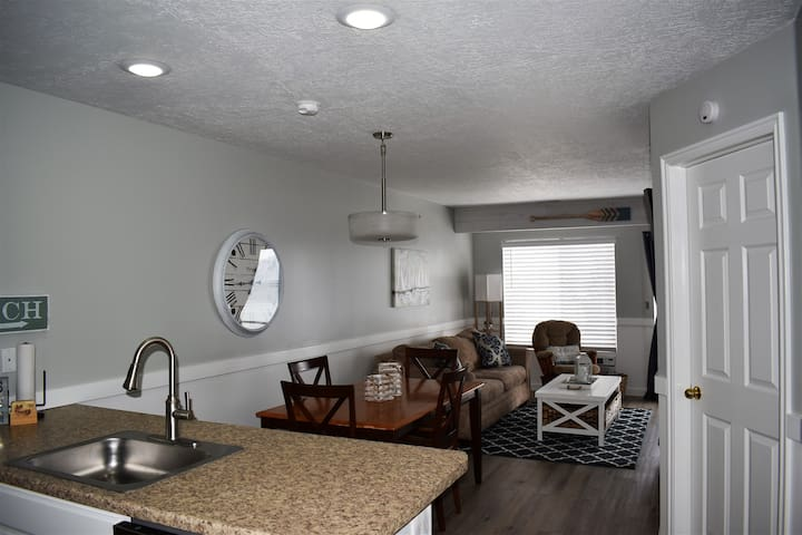 Inn Building #203- Completely remodeled with Free WiFi and all new appliances
