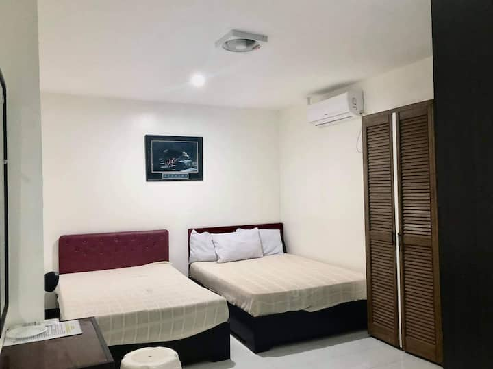 Clean and Simple Room with free WIFI