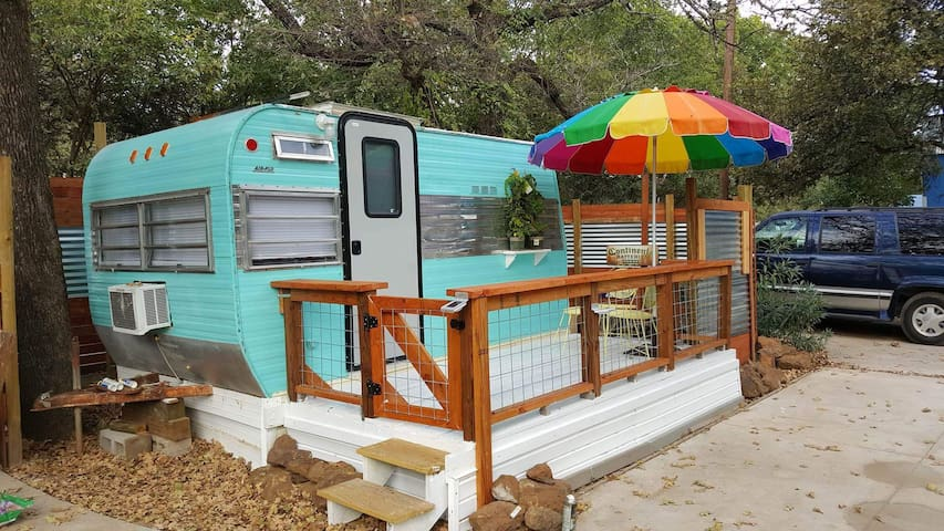Charming Lake Hide-a-Way in Denton - Denton - Camper/RV