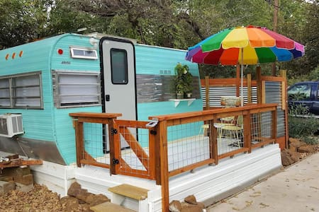 Charming Lake Hide-a-Way in Denton - Denton - Trailer