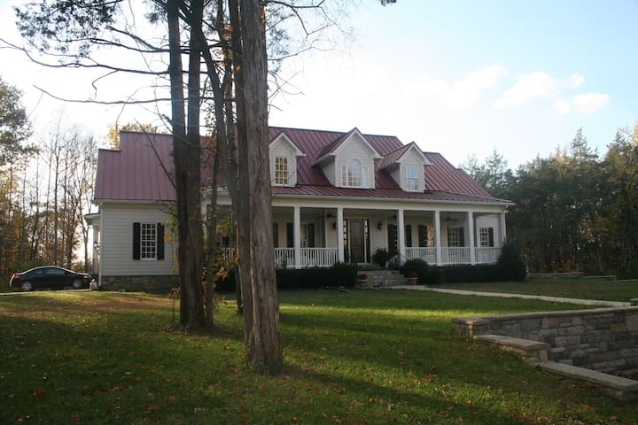 5 bedroom Leipers Fork Home on Beautiful 10 Acres