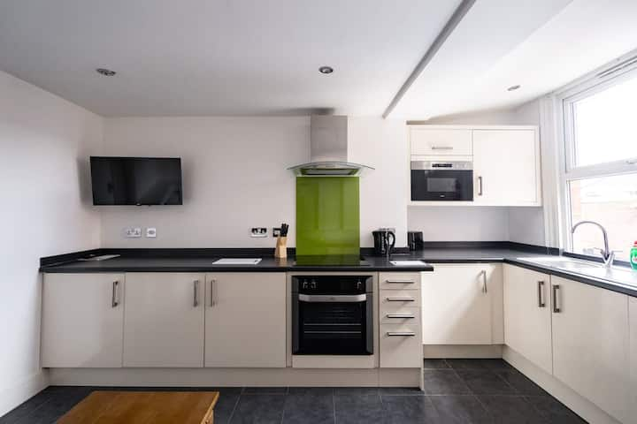 Inviting 1-Bed Apartment in Sheffield