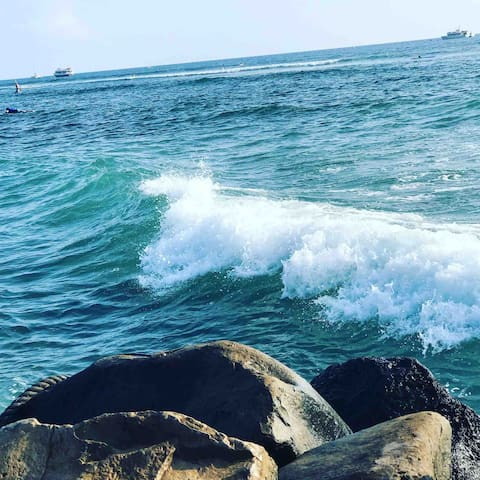 """Surf and stay like a """"queen"""" in Lahaina"""