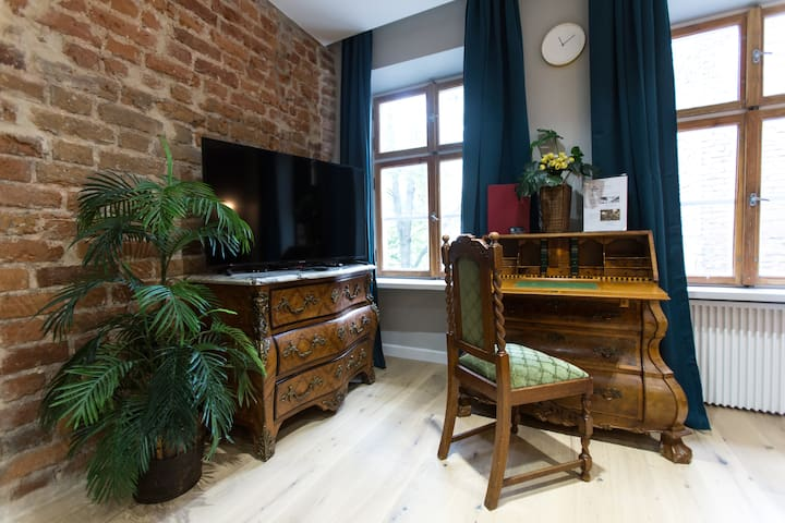 Classic Luxury in the Heart of the Old Town