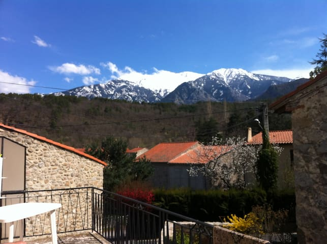 Family Holiday Home with a View of the Canigou! - Fuilla - Vakantiewoning