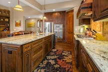 Beautifully appointed granite kitchen!