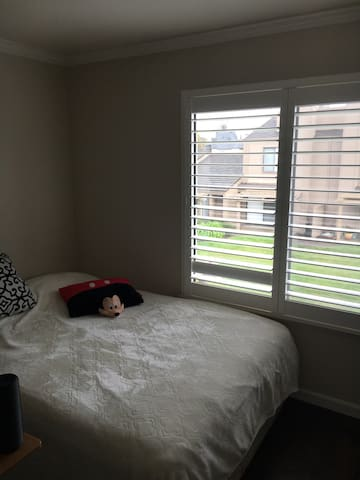 Cozy bedroom in condo in a quiet area - Stockton - Apartament