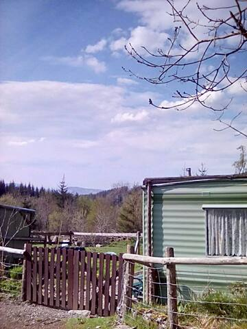 Caravan on smallholding in forest - Gwynedd - Andere