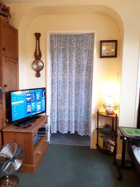 Entire Guest Suite  w/ Private Entrance & Kitchen