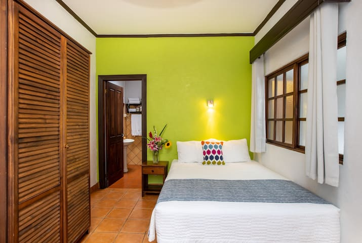 ALAJUELA CITY Hotel & Guest House   BEST IN DOWNTOWN ALAJUELA - Signature Room
