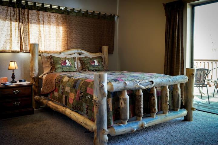 Mt. Columbia Room - Buffalo Peaks Bed & Breakfast