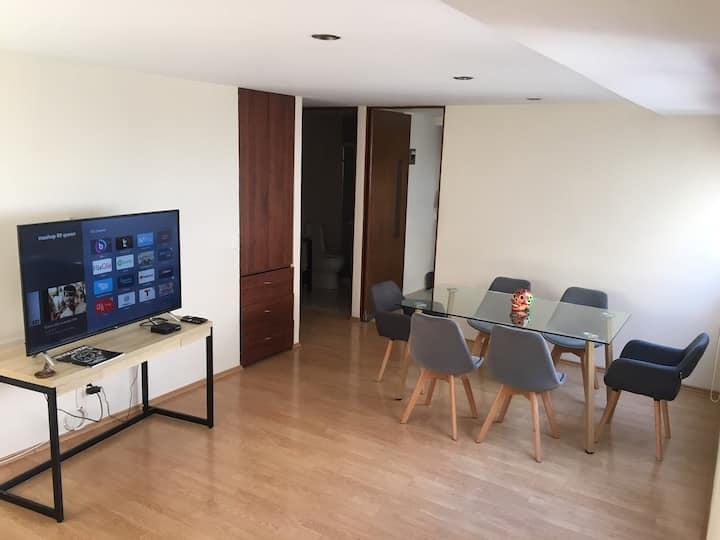Habitación amplia y cómoda, excelente ubicación!