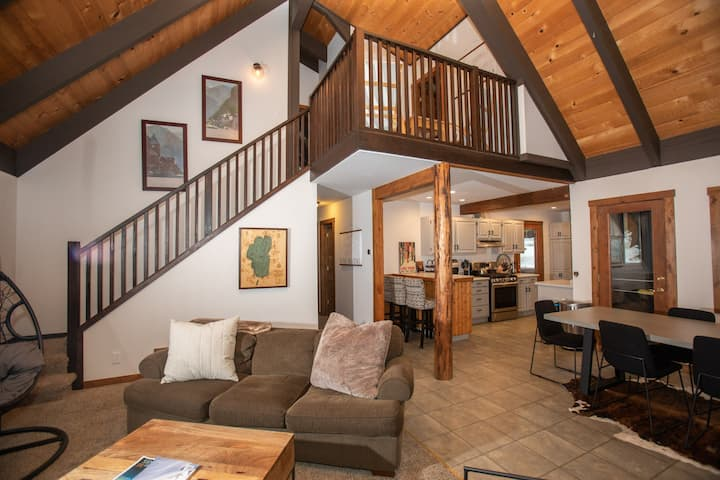 The Chapel Ln. Escape- Newly Remodeled W/ Hot Tub!