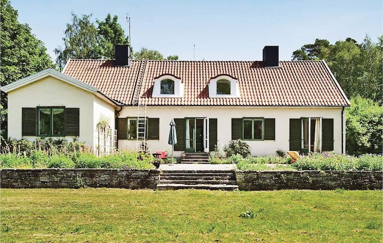 Holiday cottage with 5 bedrooms on 227m² in Romakloster