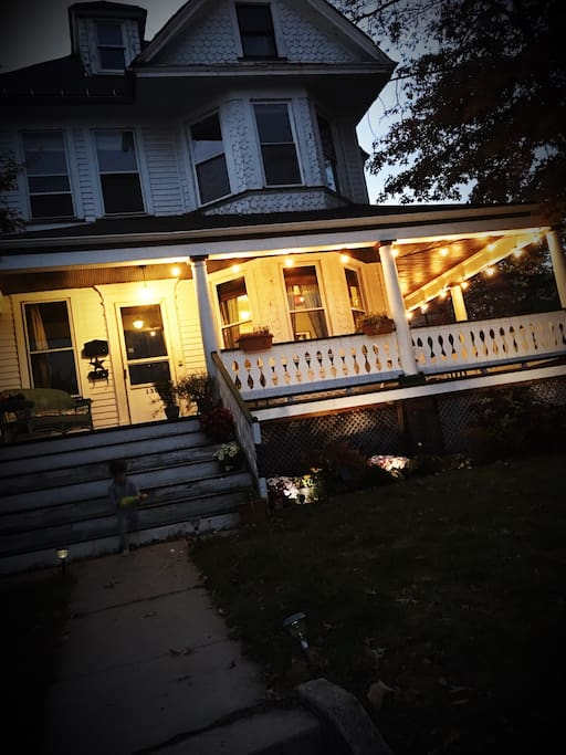 Comfy home 2bed family friendly 8 miles to nyc for Rutherford house