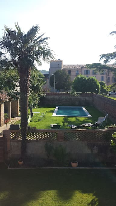 Vue sur le jardin depuis le balcon