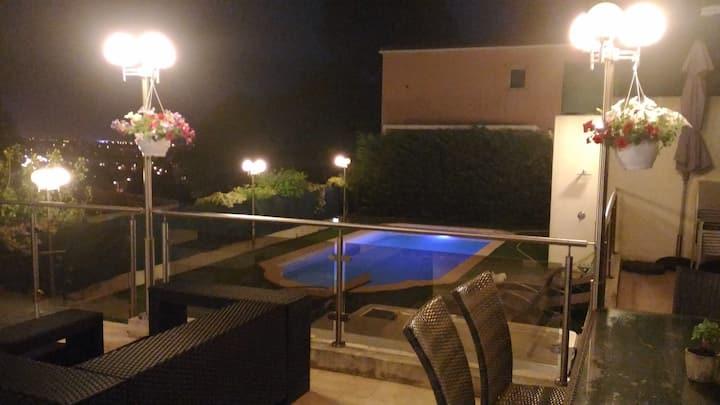 Villa cinq pièces piscine jacuzzi caméra alarme