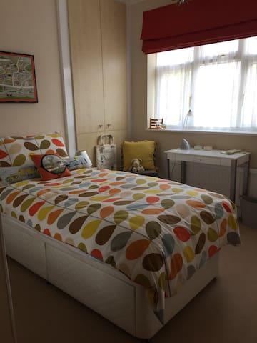 Single bedroom with vanity