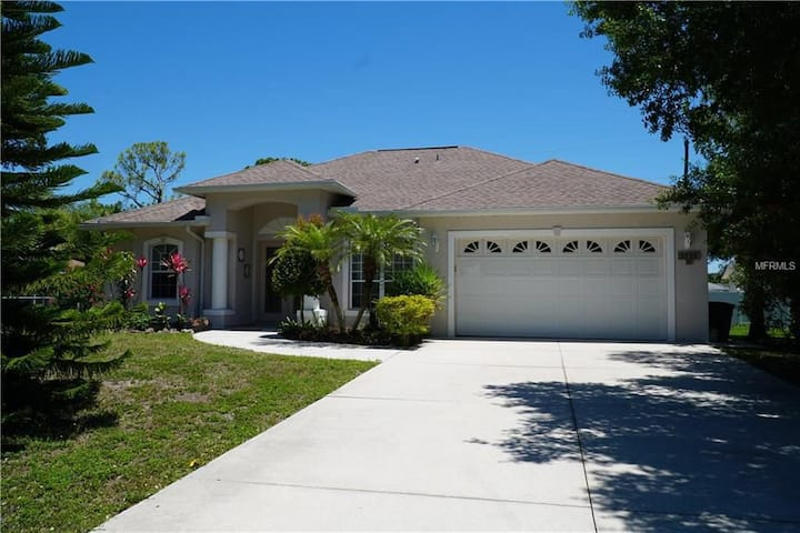 Beautiful 3BR Home in Venice, 5 min to Beach