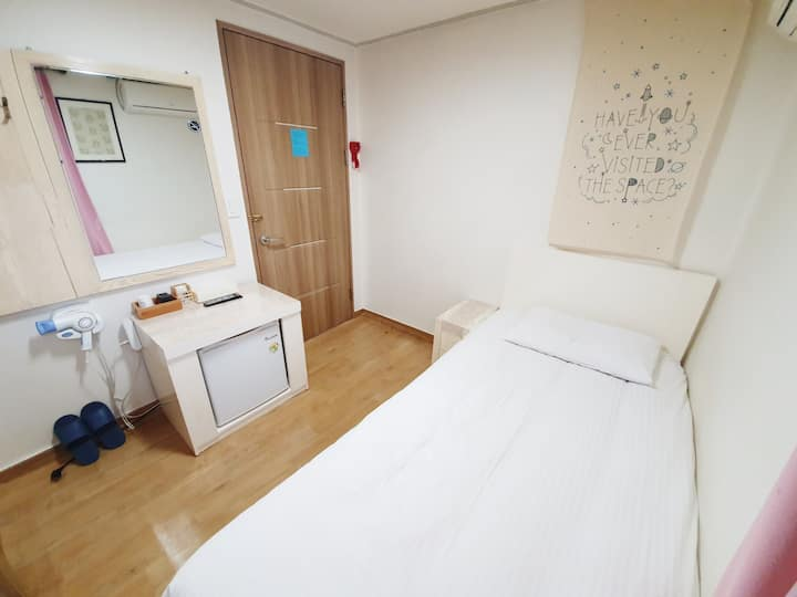 Dongdaemun Guest House / Personal Single Bed Room