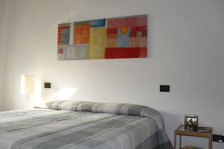 """Apartment """"Ginevra"""" - Casalecchio di Reno  - Huoneisto"""